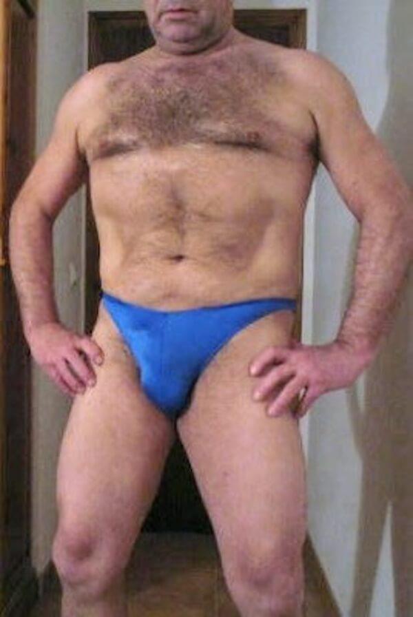 lutteur dominant slip bleu