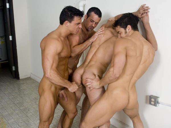 sexe dans les vestiaires gay metis