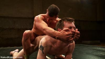 Lutte gay nu : vaincu humilié